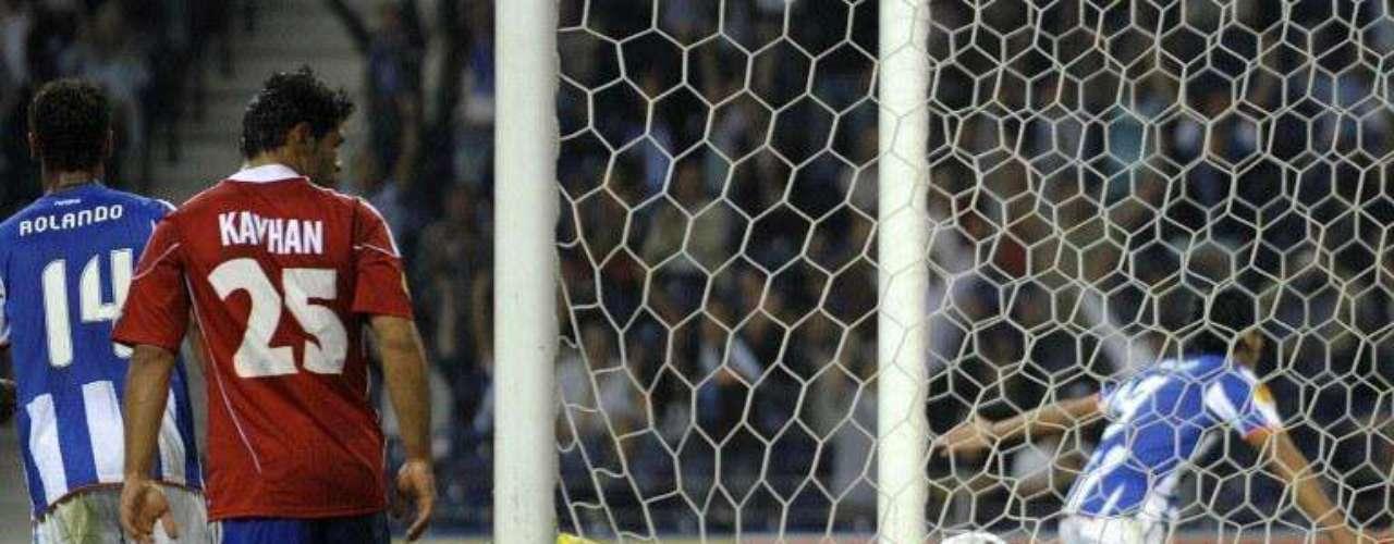 Marcó el segundo gol ante el Rapid Viena al minuto 65, durante el primer partido de la fase de grupos