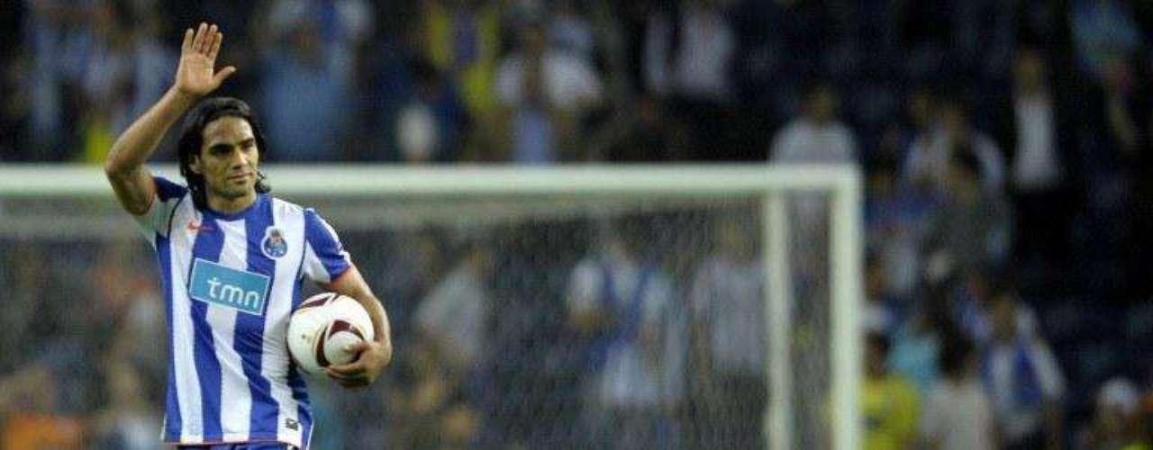 Porto derrotó de manera contundente a su rival 5-1. Falcao marcó en el minuto 37, 84 y 92.