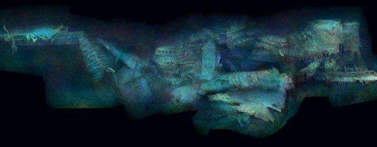 Las primeras panorámicas completas del legendario pecio: La vapuleada popa del Titanic, captada aquí de perfil, muestra los graves daños sufridos mientras se precipitaba al fondo girando sobre sí misma.