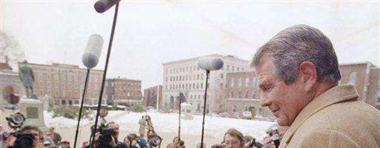 Pat Roberston. El telepredicador protestante fundamentalista norteamericano, fue uno de los pioneros en esto de predecir el apocalipsis. Desde 1980 se encargó de explicar cómo en 1982 se iba a terminar el mundo. \