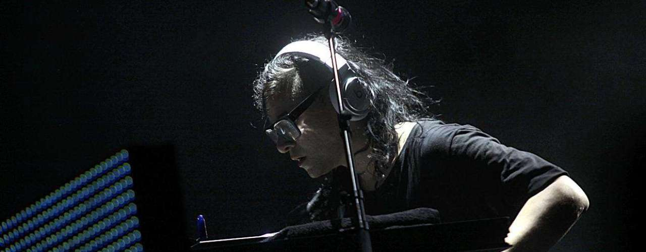 Tiene apenas 24 años, y ni un solo larga duración editado, pero Sonny John Moore, más conocido como Skrillex, ha logrado revolucionar al ambiente de la música electrónica en el último año. Tanto que el propio Perry Farrell movió los hilos para traerlo a la segunda versión de Lollapalooza en Chile, alimentando las expectativas del público.