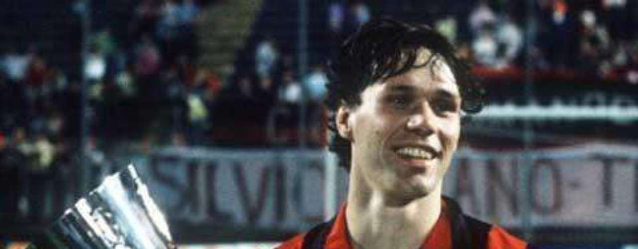 Una campaña impecable terminó con el tercer título europeo para el Milan, goleada con dos de Van Basten y dos de Gullit al Steaua Bucarest en el Nou Camp