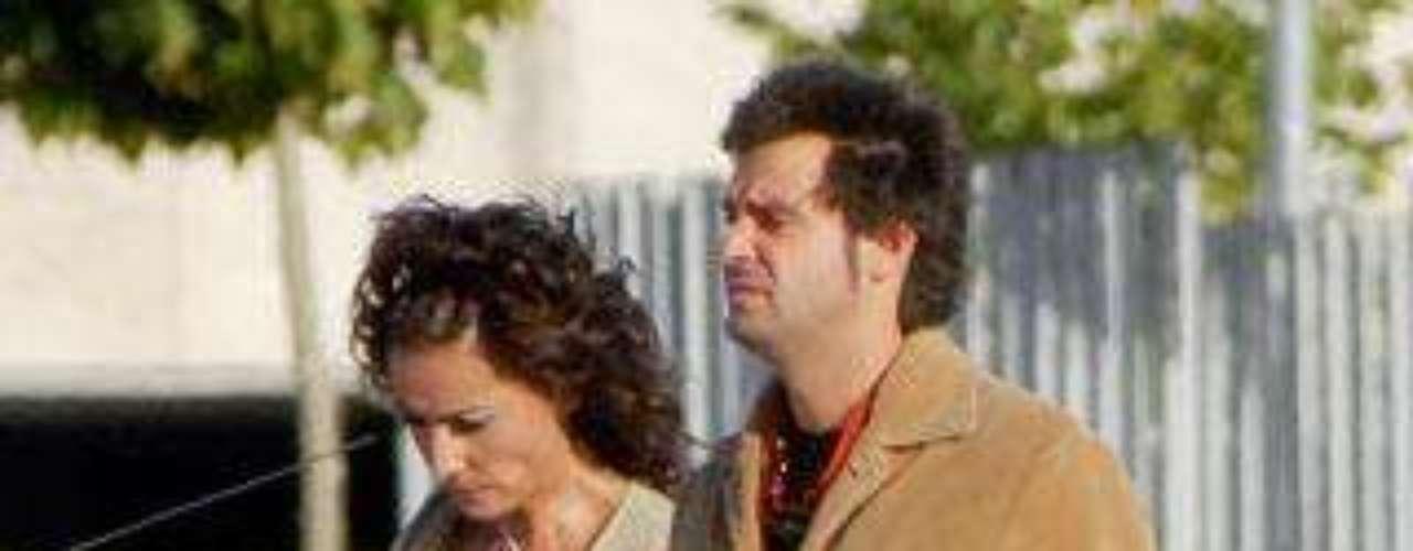 Irna está casada en segundas nupcias con Mariano, un cámara de televisión 13 años menor.