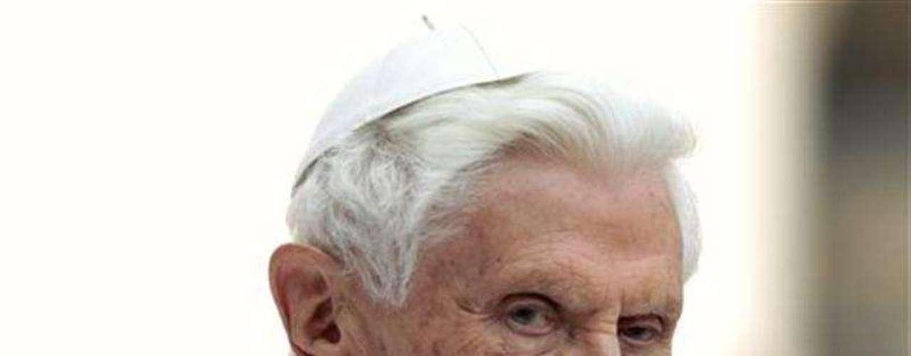El canal de televisión italiano, La 7, publicó unas cartas del nuncio en Estados Unidos a Benedicto XVI en las que denunciaba la corrupción, prevaricación y mala gestión en la administración vaticana, y un intento de atentado contra el Papa.
