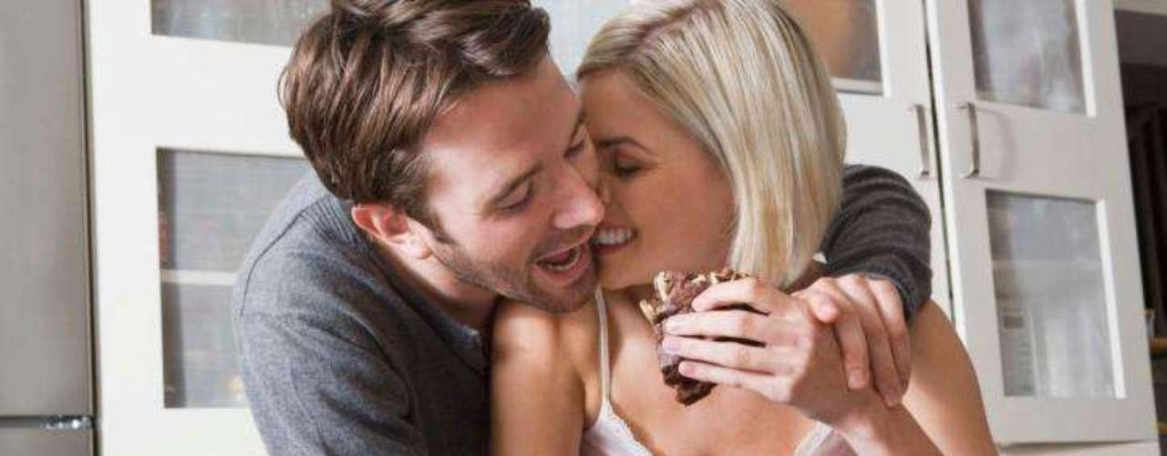 Aunque la complicidad y la intimidad con la pareja son ingredientes importantes, uno debe entrenarse en descodificar las señales, gestos o leves indicaciones, para entrever lo que esa persona desea.