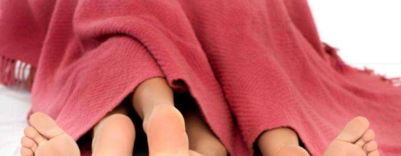 Numerosas encuestas demuestran que las fantasías sexuales más comunes en los hombres involucran a su pareja, y tratan sobre prácticas sexuales convencionales. La segunda fantasía más frecuente en los chicos es tener sexo con otra mujer, seguido del sexo oral y los tríos con dos mujeres.