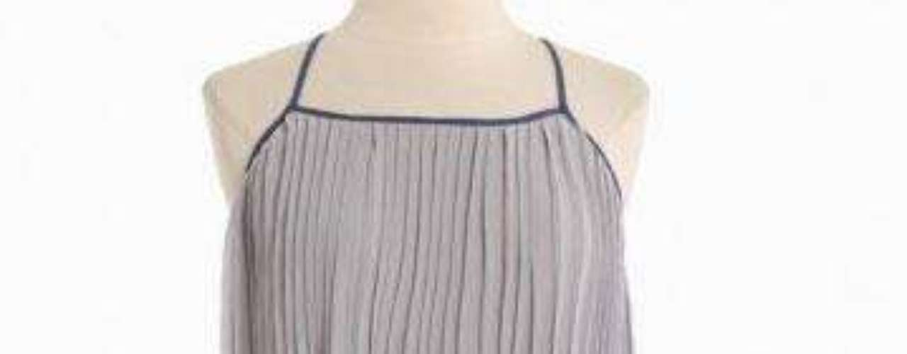 A $42.99 en Shoprouche un vestido plisado que da movimiento. Una prenda color gris y azul  en una suntuosa mezcla de seda chifón. Perfeccionado con una cintura elástica y  correas ajustables