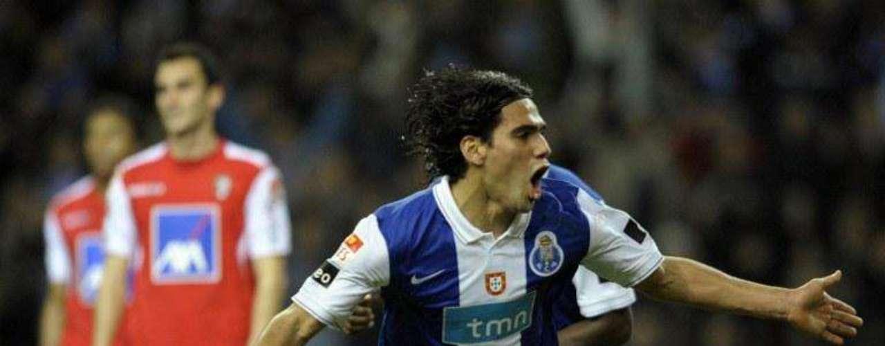 Cuarto doblete para el colombiano en la fecha 20 de la Liga y lo marca ante Braga. 16 goles llevaba en apenas siete meses.