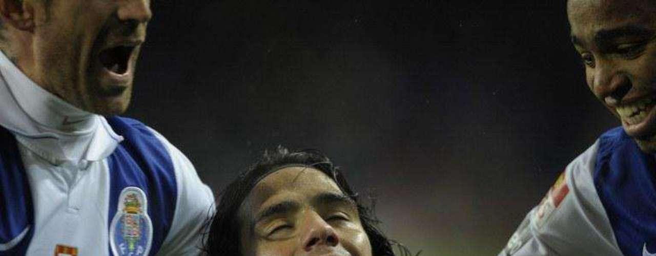 Su segundo doblete lo consiguió arrancando el 2010 en la victoria 3-2 sobre Leiria en casa. Marcó al minuto 15 e hizo el de la victoria al minuto 64.