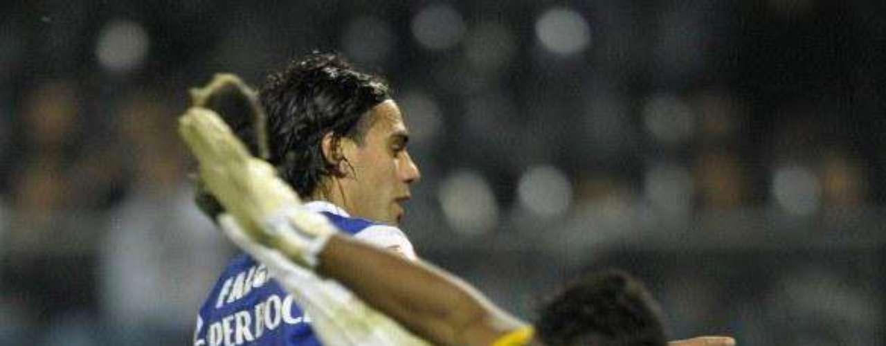 Luego de estar cuatro fechas fuera del marcador, volvió a marcar ante Guimaraes en condición de visitante en la victoria 4-1 del Porto, su gol llegó al minuto 31.