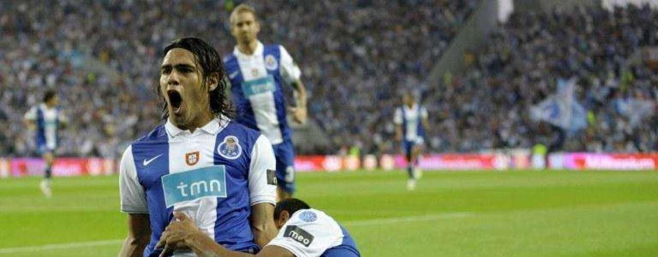 Su quinta anotación llegó en la sexta fecha en el clásico ante Sporting donde en apenas tres minutos de juego el colombiano sentenció la victoria del Porto 1-0.