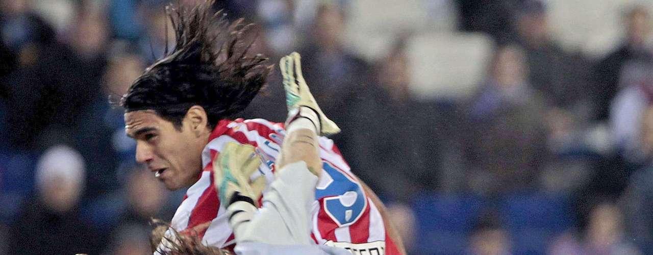 De cabeza le marcó al Espanyol en condición de visitante en una derrota aparatosa del equipo colchonero 4-2, el otro tanto del Atlético lo marcó Arda. Partido jugado por la fecha 16 de la Liga.