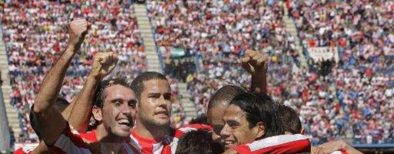 Ante Granada por la fecha 27 el colombiano Radamel Falcao García marcó el segundo gol finalizando el partido para sentenciar la victoria 2-0 del Atlético de Madrid.