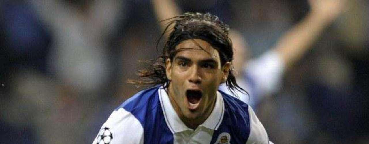 El colombiano no se conformó y selló su presentación con otro gol para Porto en el estadio Do Dragao ante los españoles.