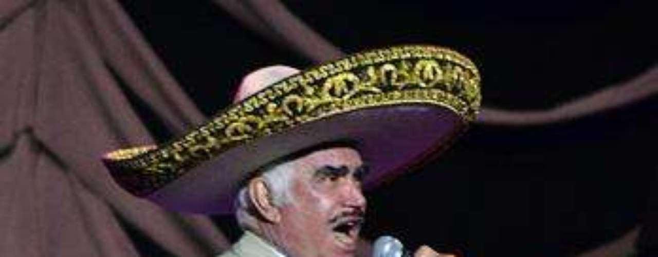 Vicente Fernández podría tener problemas en la visión como consecuencia de una cirugía mal practicada de cataratas, informó la página TvyNovelas.com.