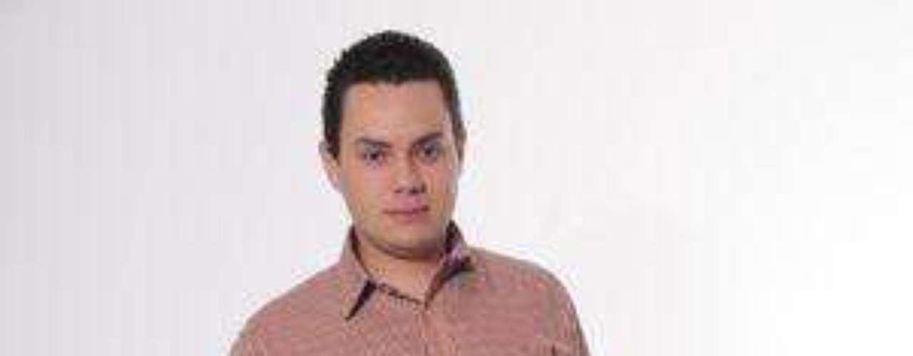 José José Natural de Supía en el departamento de Caldas divide su tiempo entre el canto y sus estudios de contaduría. Asegura ser hijo del verdadero José José y por eso lo imita desde muy corta edad. Tiene 21 años y reside en Cartago, Valle del Cauca