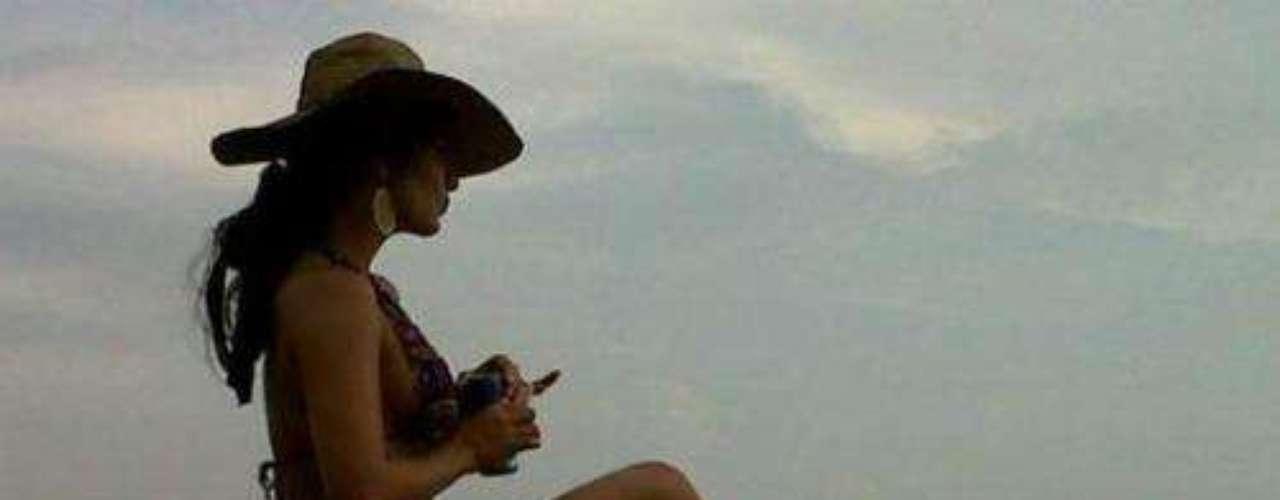 Ella fue escogida como presentadora de uno de los programas de chismes más famosos de Colombia titulado 'Sweet'.Síguenos en:     Facebook -   TwitterActrices de novela: ¿De quién es esta gran 'pechonalidad'?Triste realidad: Las estrellas sin maquillajeAngelique Boyer y David Zepeda: ¡Cuerpazos en bikini!Amores de telenovela, convertidos en realidadEstrellas de novela que se han desnudado en Playboy