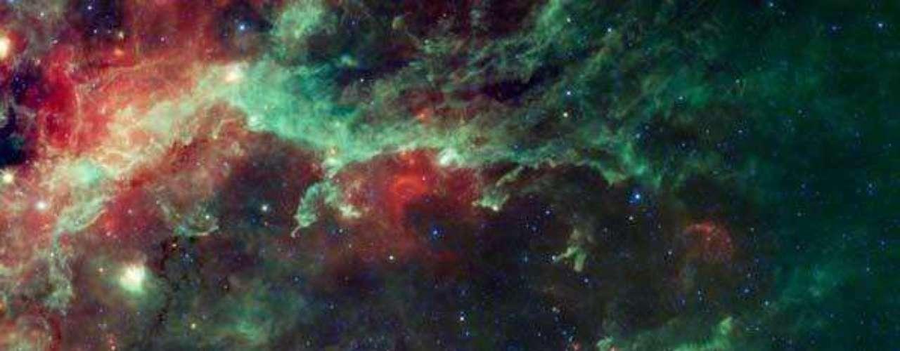 La constelación Cygnus, mejor conocida por su apariencia de cisne aleteando en la noche. La constelación es conocida también como la Cruz del Norte, vista en los cielos de verano del hemisferio norte.