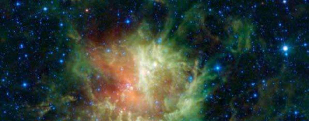 Los lentes de WISE capturó la constelación de Cassiopeia, apodada también \
