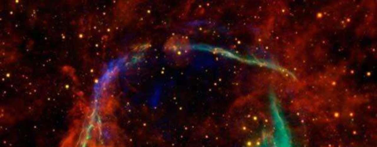 La explosión de una estrella de los que se tiene registros más antiguos. La leyenda dice que los chinos fueron testigos de esta supernova en el año 185 de nuestra era, observaron la presencia de una estrella \