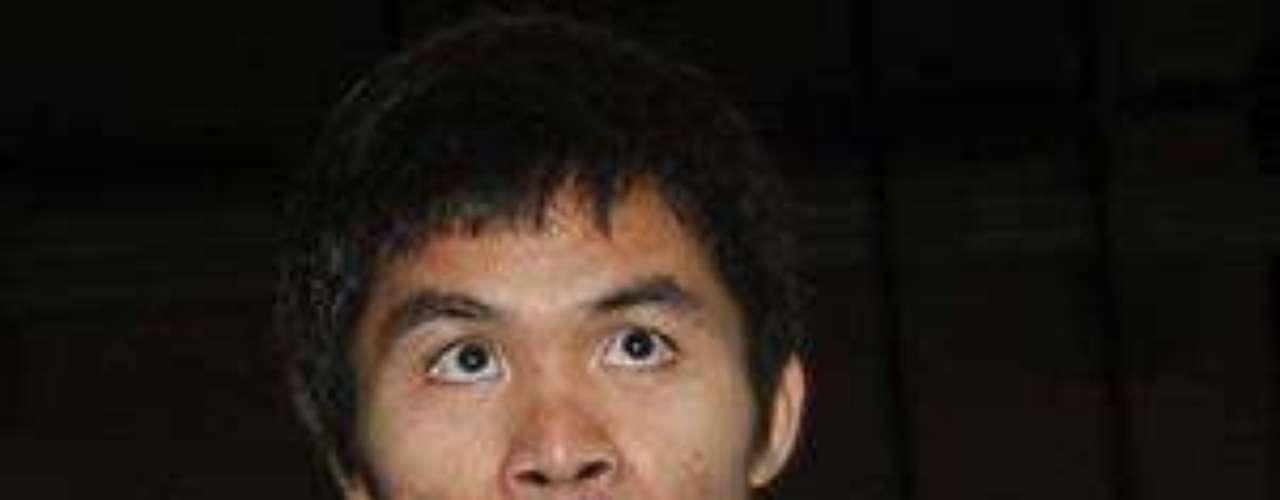 El filipino Manny Pacquiao, además de ser el actual campeón welter de la Organización Mundial de Boxeo, es considerado  por la revista The Ring como mejor boxeador del mundo libra por libra, lo que se demuestra con sus 54 victorias, 38 de ellas por nocaut, mientras que sólo tiene 2 empates y 3 derrotas.
