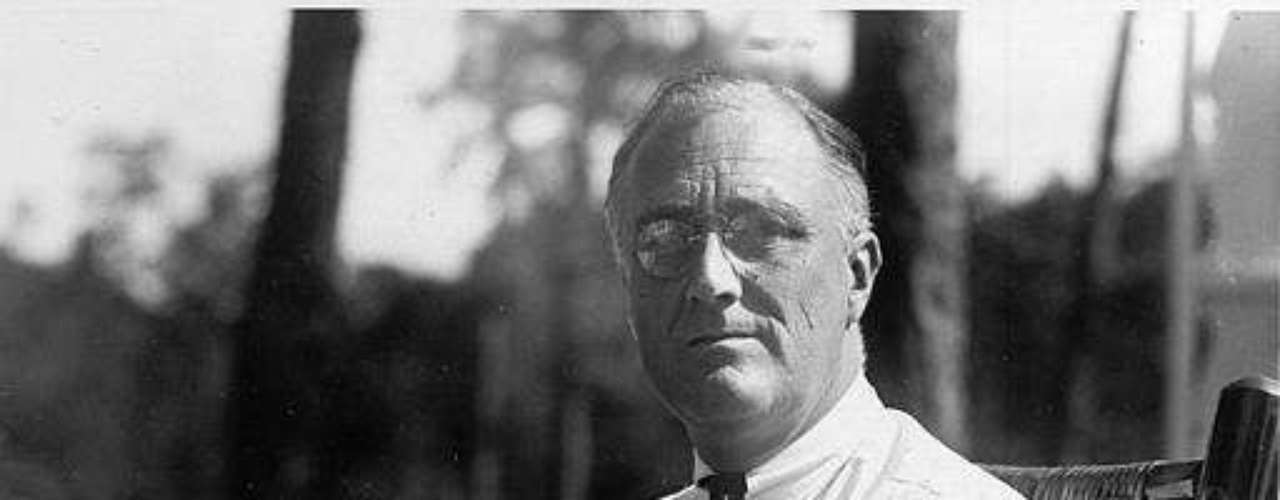 Franklin D. Roosevelt: No sólo era un bebedor sino que era el héroe de los bebedores, pues fue el encargado de derogar la Prohibición, por lo que debería ser venerado. Cuando lo logró dijo su famosa frase \