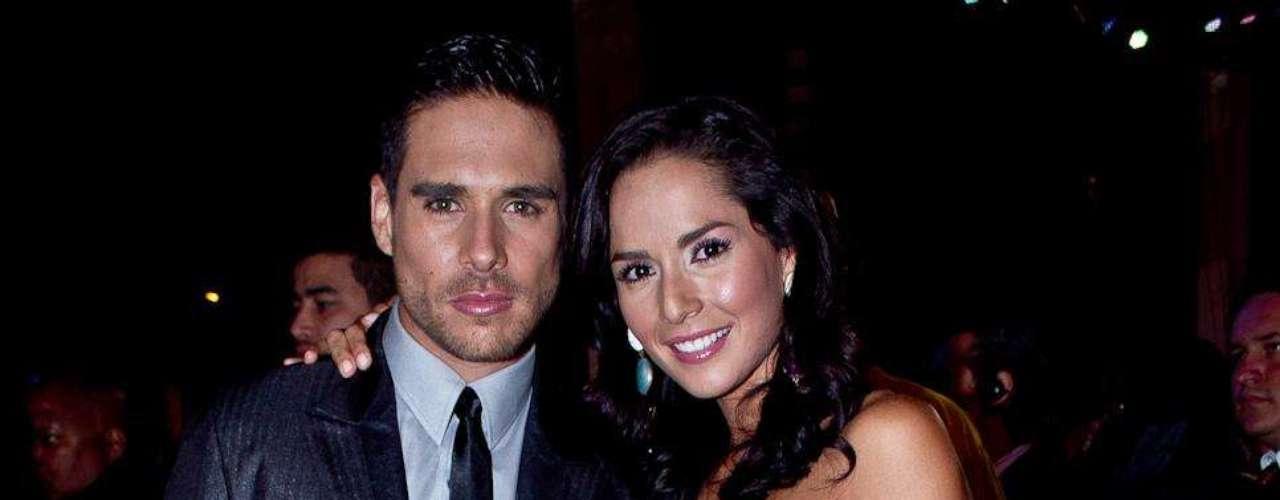 Carmen Villalobos y Sebastián Caicedo: Algunos famosos desfilaron por la alfombra roja de los TVyNovelas en compañía de sus novios o esposos. Estas fueron las parejas que más causaron sensación durante la edición número 21 de los premios.