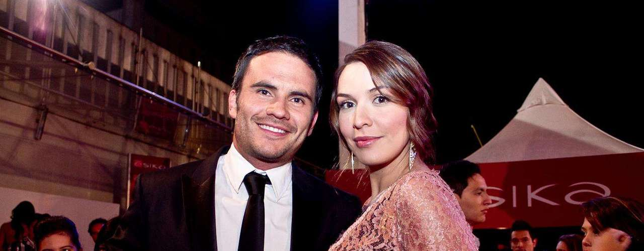 Mónica Fonseca y Juan Pablo Raba:  Algunos famosos desfilaron por la alfombra roja de los TVyNovelas en compañía de sus novios o esposos. Estas fueron las parejas que más causaron sensación durante la edición número 21 de los premios.