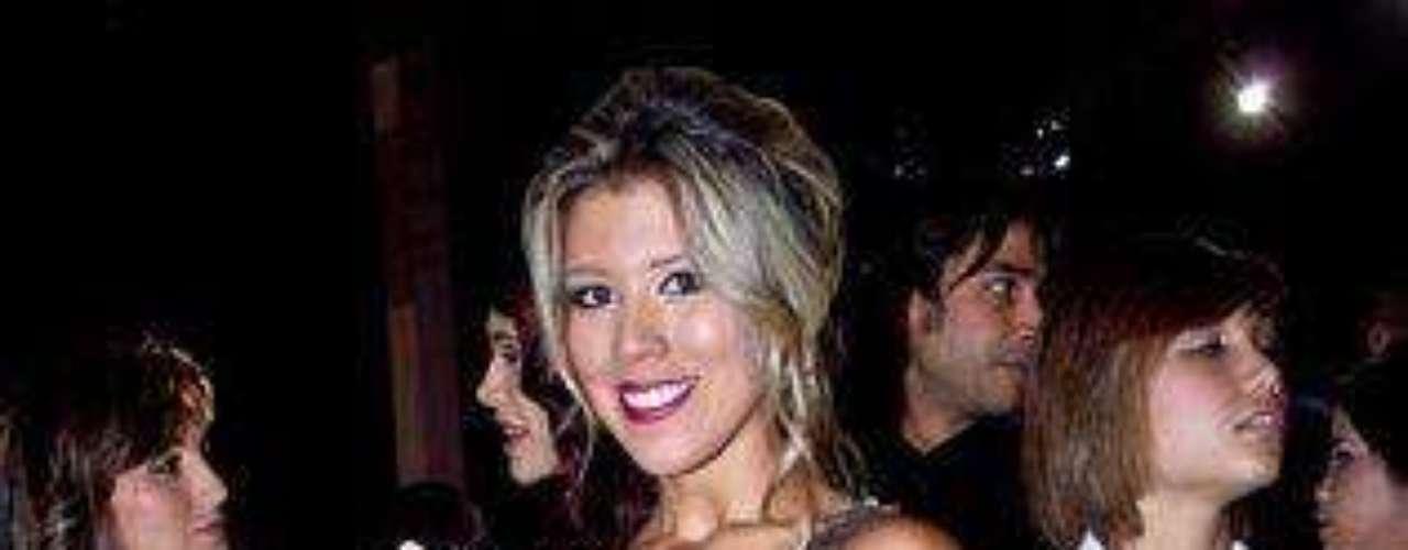 Parecer tamal mal envuelto está pasado de moda.  Si alguien puede, se lo dicen, por favor, a Stephanie Carrillo, participante del 'reality show' llamado 'Desafío 2008'?Síguenos en:     Facebook -   TwitterLos mejor vestidos de los Premios TVyNovelas Colombia 2012Así fue la alfombra roja de los premios TVyNovelas Colombia 2012Famosos que se robaron la atención en los premios TVyNovelas Colombia 2012Famosos que se robaron la atención en los premios TVyNovelas Colombia 2012Actrices de novela: ¿De quién es esta gran 'pechonalidad'?Triste realidad: Las estrellas sin maquillajeAmores de telenovela, convertidos en realidadEstrellas de novela que se han desnudado en Playboy