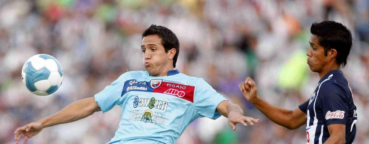 Jerónimo Amione es un joven delantero con cualidades, pero asumir el rol de goleador en un equipo como Chivas, no luce una tarea fácil para el jugador de Atlante.