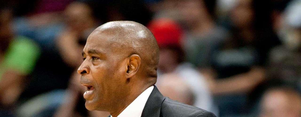 Larry Drew -Atlanta Hawks.- entrenador de los Halcones desde el verano de 2010. Jugó profesionalmente con Clippers, y con Lakers disputó una final en 1991 ante Chicago.