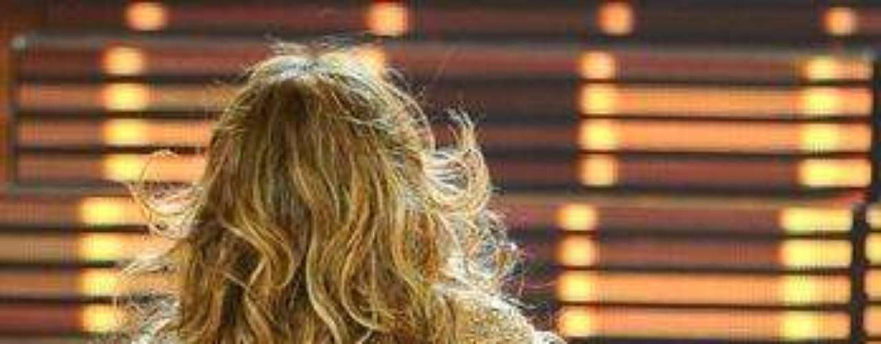 La información difundida en los diferentes medios no revela las cláusulas del seguro que indiquen lo que tiene que hacer la ex esposa de Marc Anthony para conservar su preciado atributo, pero la verdad es que ella no se cansa de enseñarlo.
