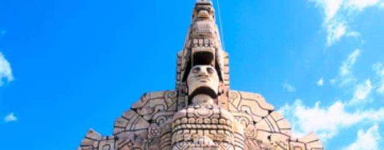 Monumento a la Patria. Una de las joyas más importantes de Mérida, en Yucatán. Es obra del escultor Rómulo Rozo y se encuentra en el Paseo Montejo.
