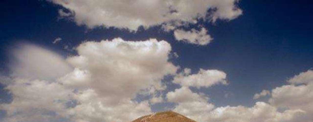 Pirámide del Sol. La llamada 'Ciudad de los Dioses' cuenta con este impresionante monumento dedicado al sol. Se encuentra al noroeste del Valle de México, en el Estado de México.