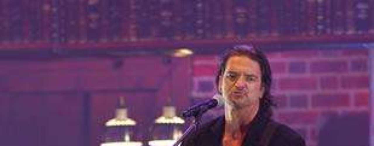 SANTIAGO.- Esta noche se realizó el concierto del guatemalteco Ricardo Arjona, quien presentó el Metamorfosis World Tour en el Movistar Arena.