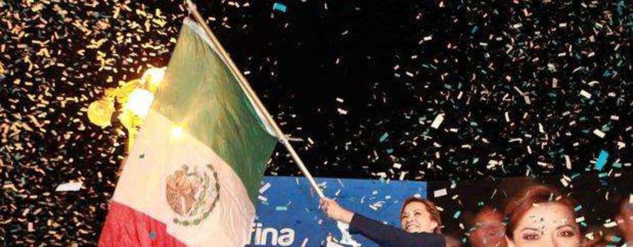 Vázquez Mota saluda a sus simpatizantes en la cuna de la Independencia en Hidalgo.