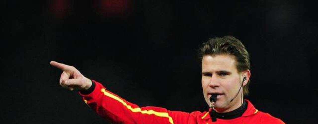 ÁRBITRO CONTROVERSIAL: el alemán Félix Brych, quien el 2011 fue investigado por evasión de impuestos, pitará este encuentro. Es abogado y árbitro FIFA desde 2008.