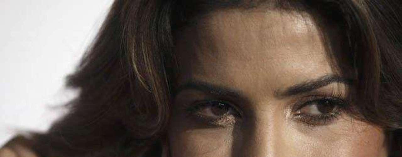 Su rostro transmite picardía y seducción.