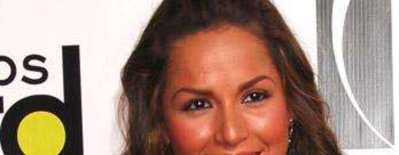 Carmen Villalobos, desfila como una reina por la alfombra roja de los premios Billboard a la Música Latina del 2009, celebrados en Miami.