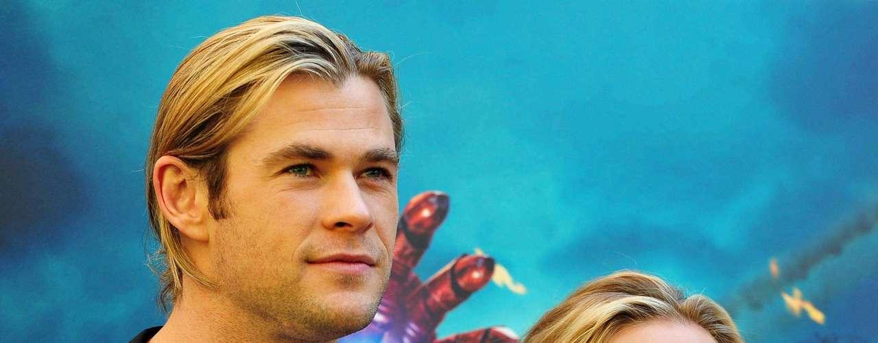 Chris Hemsworth y Scarlett Johansson. Tras su paso por Los Ángeles y Londres el elenco de superhéroes continúa su gira de promoción. El film dirigido por Joss Whedon es uno de los más esperados de 2012. Su estreno en Colombia es el 27 de abril.