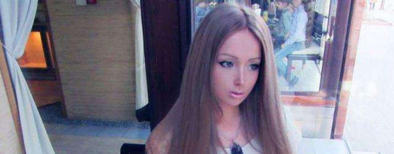 Siguiendo el modelo de Dakota Rose,  Valeria Lukyanova se convierte en una Barbie de carne y hueso pero de origen ruso