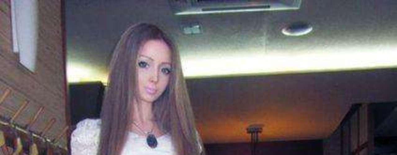 En una red social rusa/ucraniana Valeria  tiene mas de 10mil fotos de ella en diferentes partes del mundo..