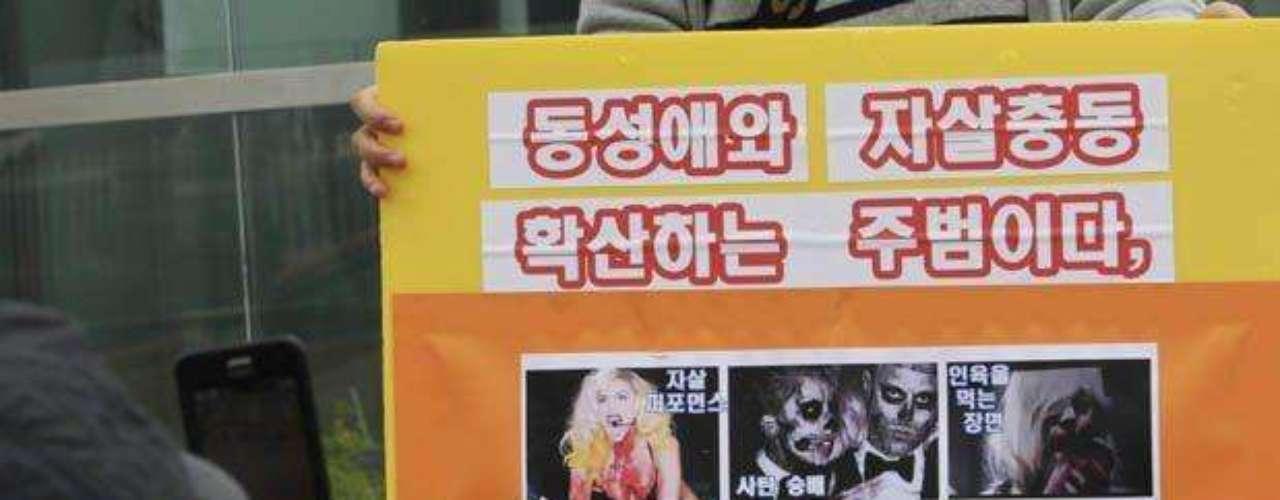 Los manifestantes han pedido que se suspendan las presentaciones de Lady Gaga en Asia.