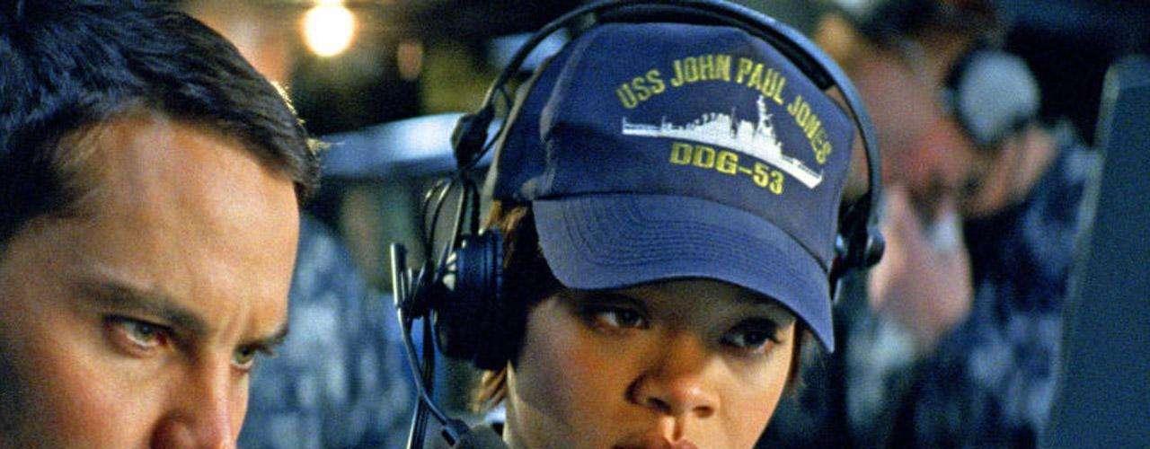 La cantante Rihanna debuta como actriz de la gran pantalla en 'Battleship - Batalla Naval', nuevo filme de acción inspirado en el clásico juego de barcos y estrategia. Rihanna interpreta a 'Raikes', una de los militares que se enfrenta a una invasión extraterrestre a gran escala.