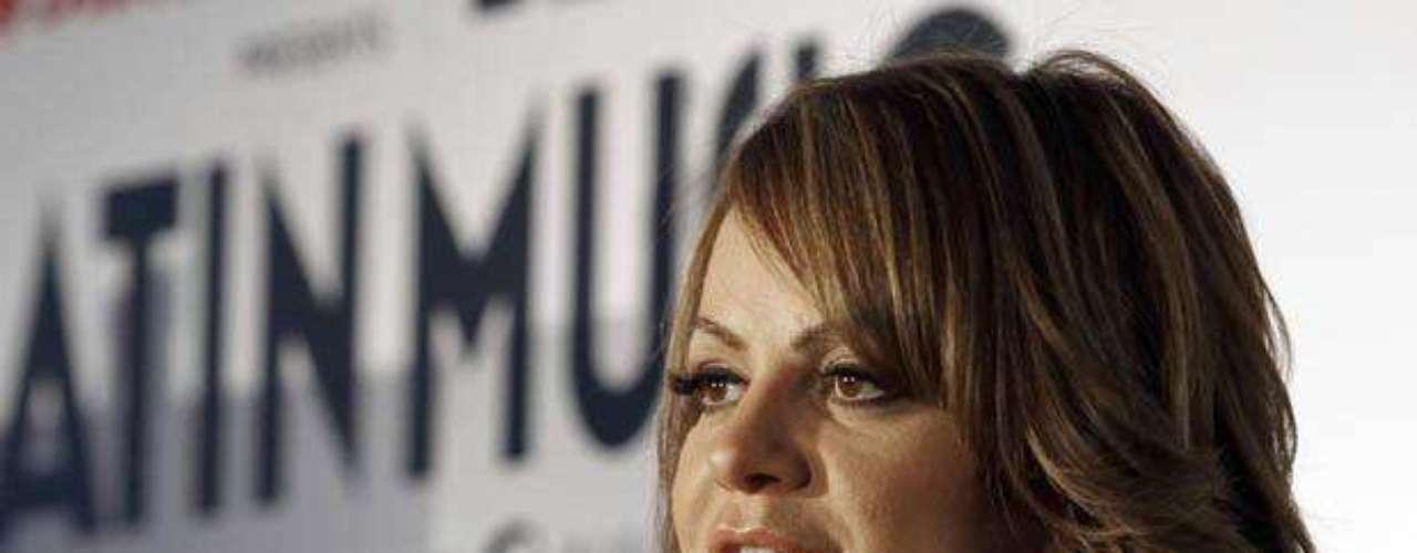 Jenni Rivera ni canta, ni mucho menos compone narcocorridos. Así lo dejo claro en la sesión de \