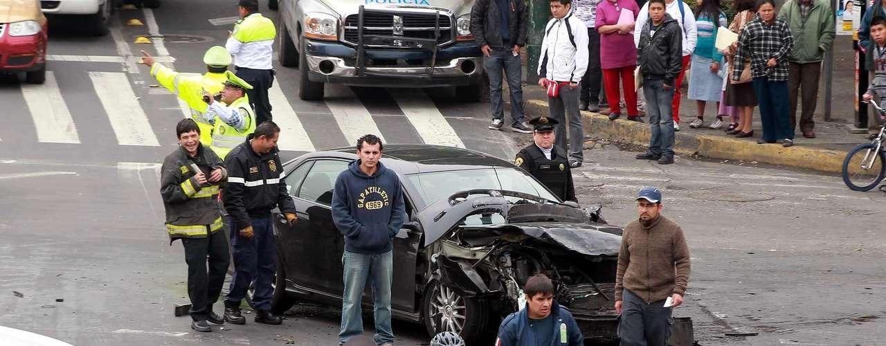 Un automóvil particular y una camioneta de una empresa se impactaron el pasado 7 de febrero del 2012 en el cruce de las avenidas Ricardo Flores Magón y eje Central Lázaro Cárdenas en la Ciudad de México, afectando severamente la vialidad.