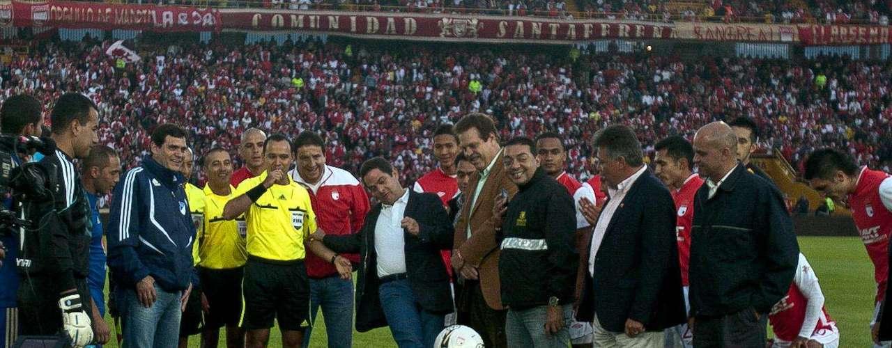 Se firmó el Estatuto del Aficionado al Fútbol Colombiano con el objetivo de hacer cumplir los derechos de los aficionados, tales como la seguridad y comodidad durante los partidos de fútbol, infraestructura para discapacitados y tribunas dotadas de instalaciones adecuadas. En contraparte, el Estatuto también estipula los deberes de los aficionados, como el de prevenir los actos violentos e ilícitos realizados antes, en o después del partido de fútbol.