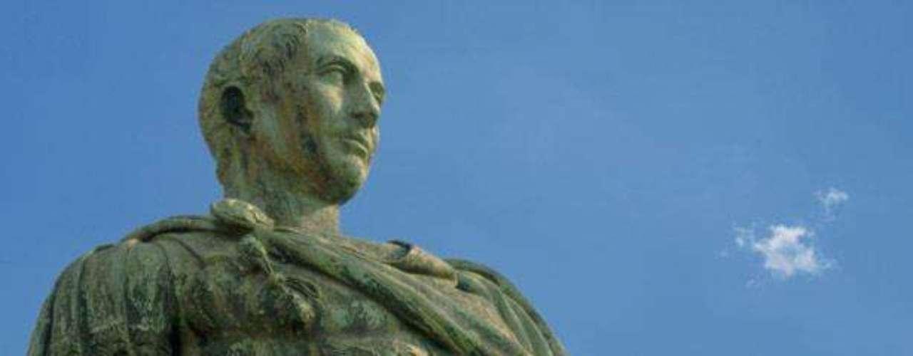 """Un comprador anónimo, en 2007, adquirió la escultura romana """"Artemisa y el ciervo"""" por la millonaria suma de USD 28,6 millones. La pieza tiene más de 2.000 años de antigüedad y había sido descubierta en 1920, cuando un equipo de trabajadores tropezó con ella mientras cavaba en Roma."""