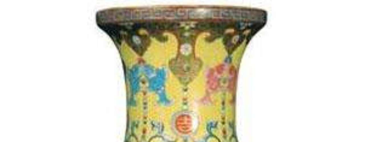 Pero no hay nada como pagar una fortuna por algo que no lo vale. Este jarrón chino del siglo XVIII fue vendido en 2010 en Londres por más de 60 millones de euros. Pero luego fue considerado una copia y sy valor cayó a 940 euros.