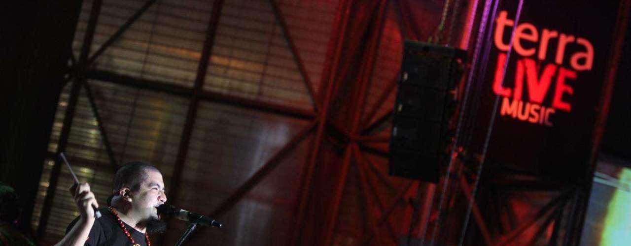 """Bareto abrió su presentación con algunos de sus más clásicos temas, como """"Mujer Hilandera"""" y """"Colegiala"""". Asimismo, presentaron el tema que nombra su nuevo disco, """"Ves lo que quieres ver"""". Luego compartieron el escenario con estrellas amigas como Lucho Quequezana, Andrés Dulude y Pochi Marambio. Bareto terminó la noche con sus temas clásicos que pusieron a bailar a todo el público."""